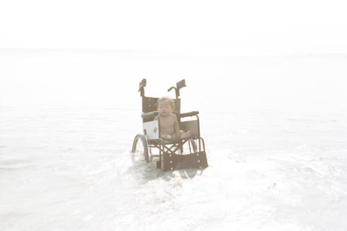 海と赤ちゃんと車椅子.jpg